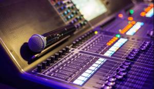 Top benefits of hiring audio visual company